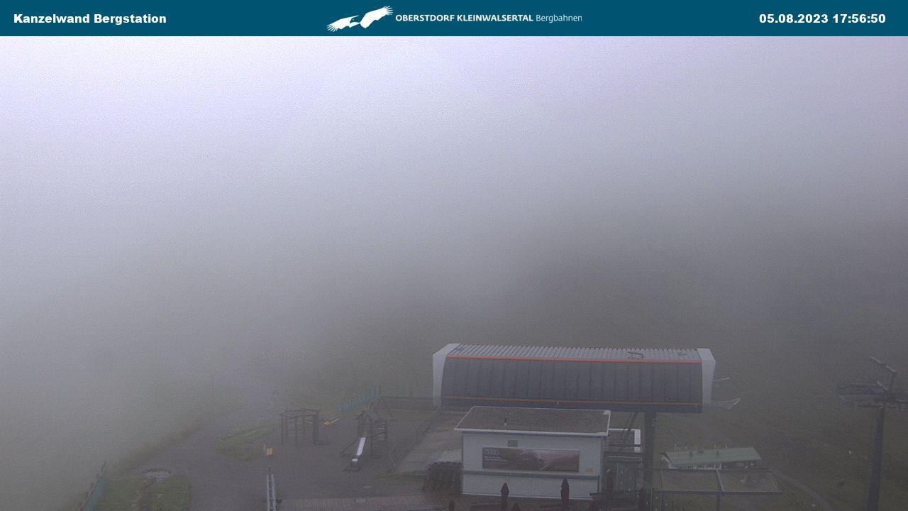 Standort: Bergstation der Kanzelwand (1949 m) mit Blick auf die Zwei-Länder-Skiregion Fellhorn-Kanzelwand und auf den Gipfel der Kanzelwand (2058m)