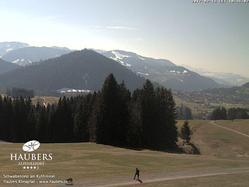 Haubers Oberstaufen - Blick vom Schwalbennest am Kuhhimmel auf den Staufen und die Gemeinde Oberstaufen, im Hintergrund der Hochhäderich (A)